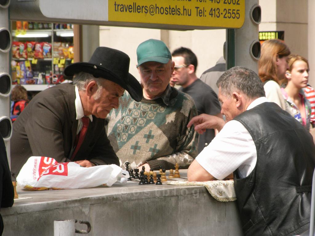 Schachspieler im Ostbahnhof in Budapest, Ungarn